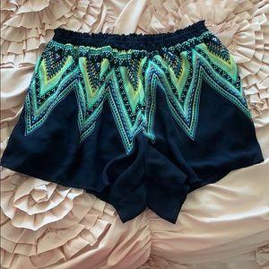 Lush Flowy Pattern Shorts Size L